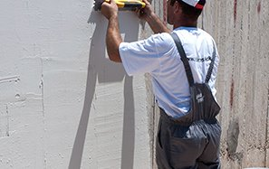 Spackling - repairing pastes & drywall construction reinforcement