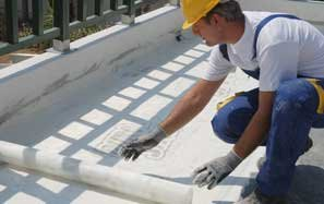 Reinforcing products for waterproofing surfaces